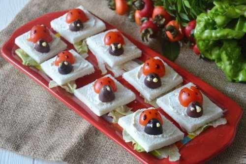 Ricette Antipasti sfiziosi Tartine coccinella