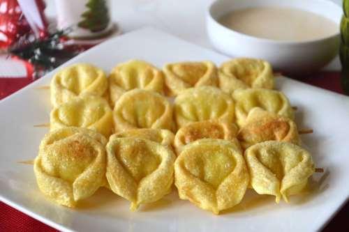 delle feste ricette Spiedini di tortellini fritti