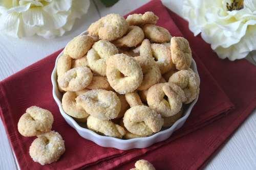 Biscotti ricette Tarallini dolci