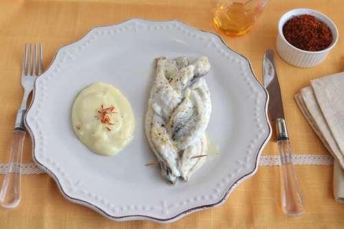 Trecce di spigola con salsa allo zafferano