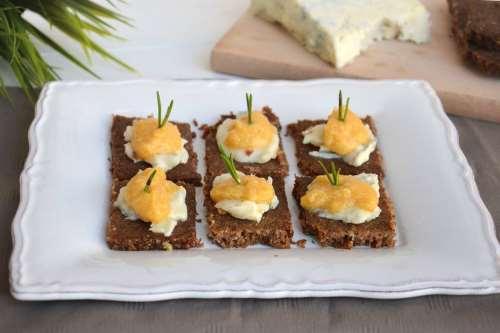 Finger food ricette Crostini con zucca e gorgonzola
