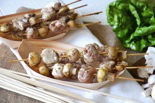 Ricette Secondi piatti Spiedini di funghi e coniglio
