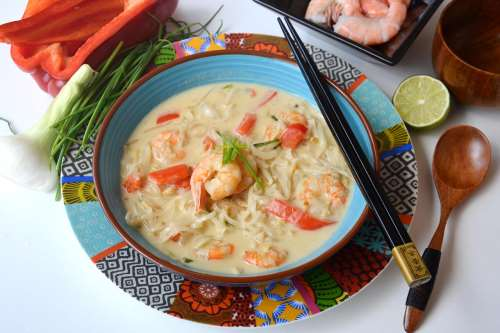 Primi piatti di pesce ricette Zuppa di gamberi thailandese