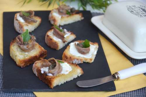 Ricette Finger food Bruschette burro e alici