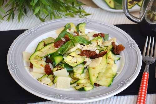 Ricette Insalate Insalata di zucchine
