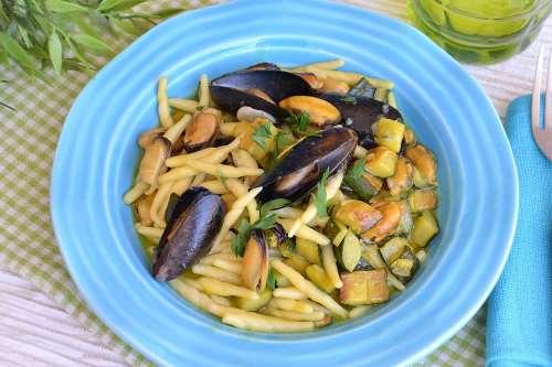 Pesce ricette Trofie zucchine e cozze