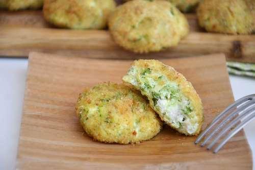 Finger food ricette Polpette di zucchine e ricotta