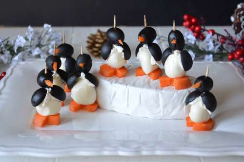 Ricette Antipasti di Natale Pinguini mozzarella e olive