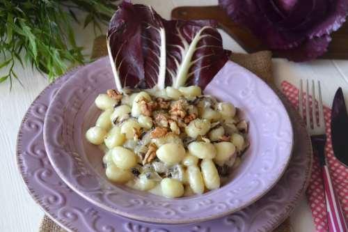 Gnocchi con radicchio e gorgonzola