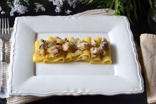 ricette Paccheri con coniglio e topinambur