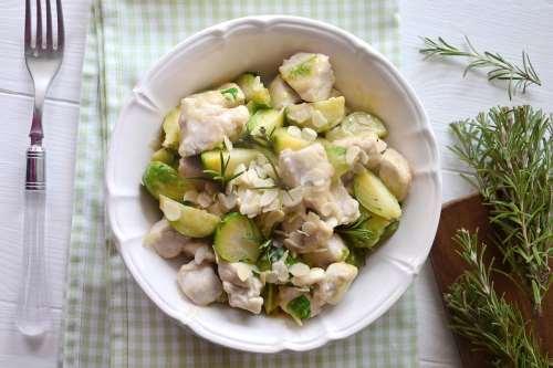 Secondi piatti ricette Pollo con cavoletti di Bruxelles