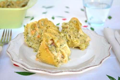 Pasta ricette Conchiglioni ripieni di salmone e broccoli
