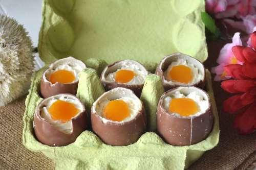 Ricette Dolci al cucchiaio Ovetti di cioccolato ripieni