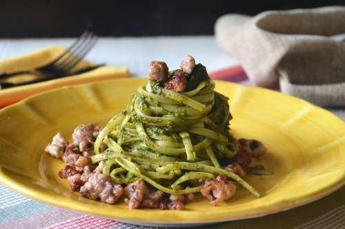 Ricette  Spaghetti con crema di friarielli e salsiccia