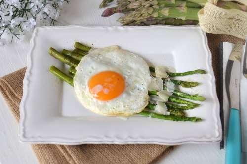 Secondi piatti ricette Asparagi e uova
