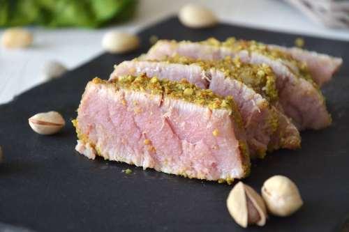 Ricette Secondi piatti veloci Tonno in crosta di pistacchi