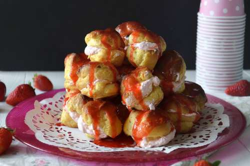 Ricette dal mondo Bignè alle fragole