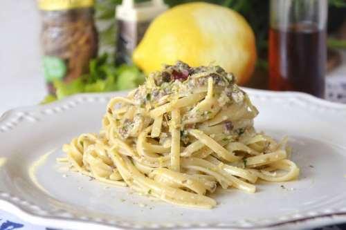 Tutte le Ricette ricette Pasta con pesto di cetara